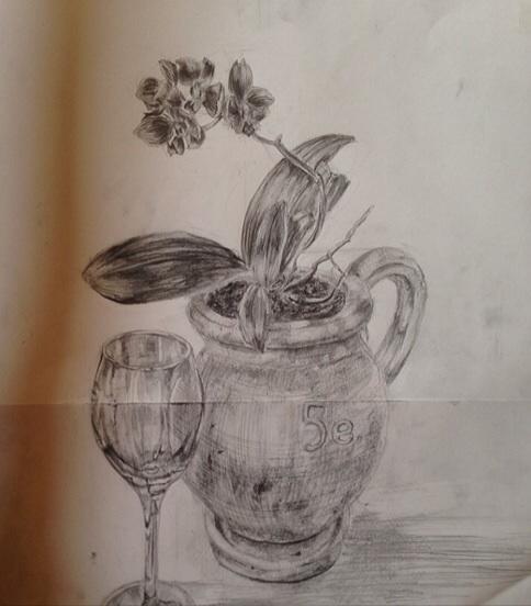 花と植木鉢とワイングラス