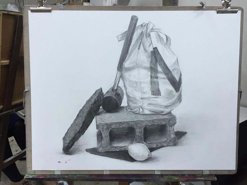 コンクリートブロック、黒い布、檸檬、ハンマー、バッグ