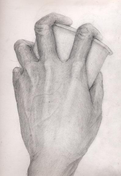 手と紙コップ