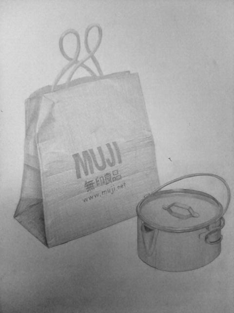 紙袋と鉄の入れ物