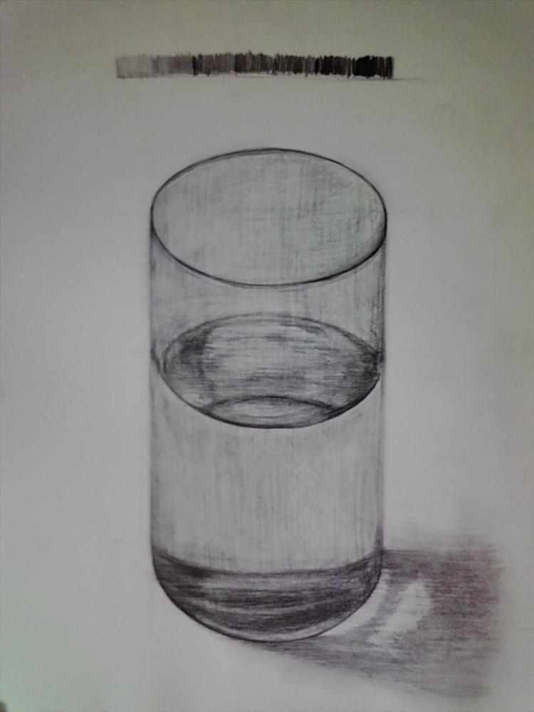 水の入ったガラスコップ