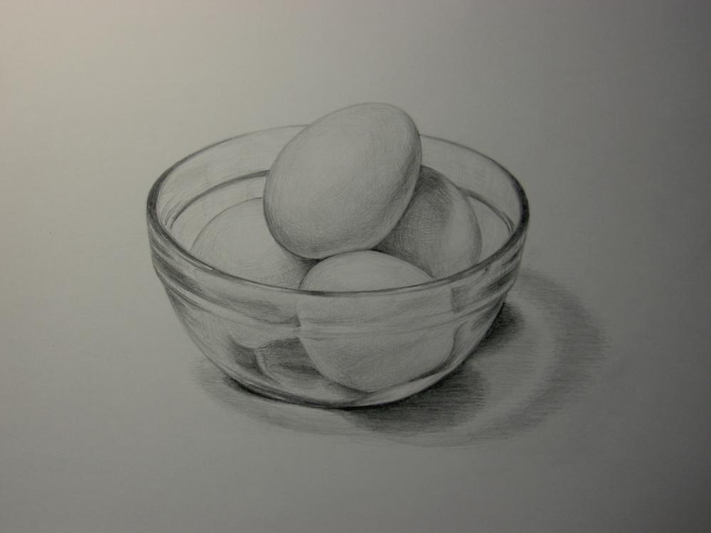 卵を入れたガラスボウル