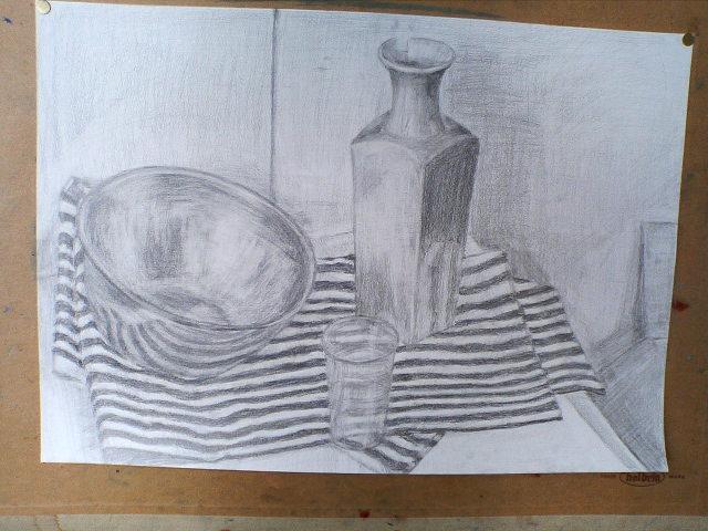 ボウル、布、少し欠けた陶器、透明プラスチックコップ