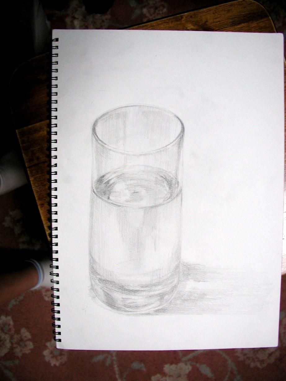 水の入ったガラスのコップ