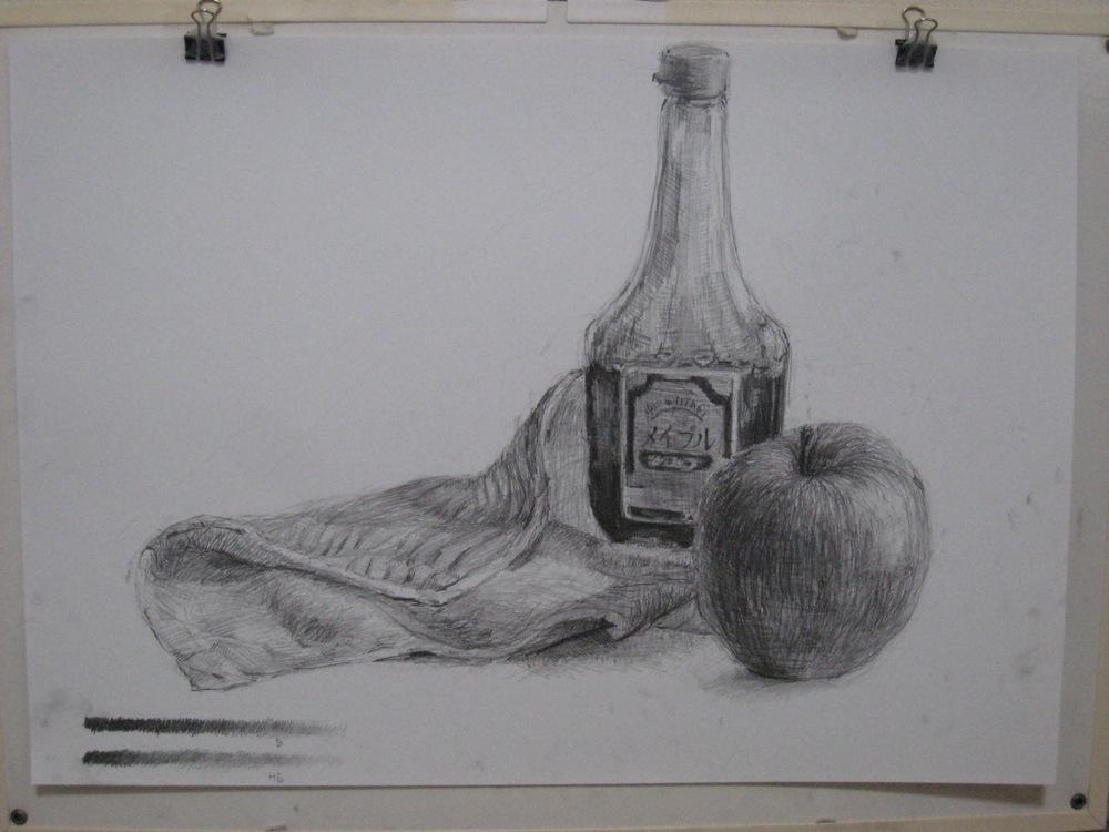 メイプルシロップの瓶とリンゴ、布巾