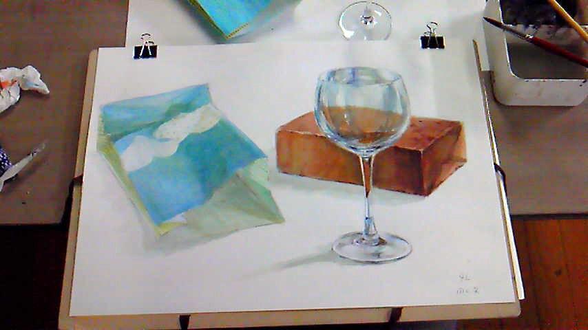 ワイングラスとレンガと紙袋
