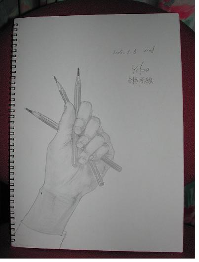 文房具(鉛筆)を持った自分の手