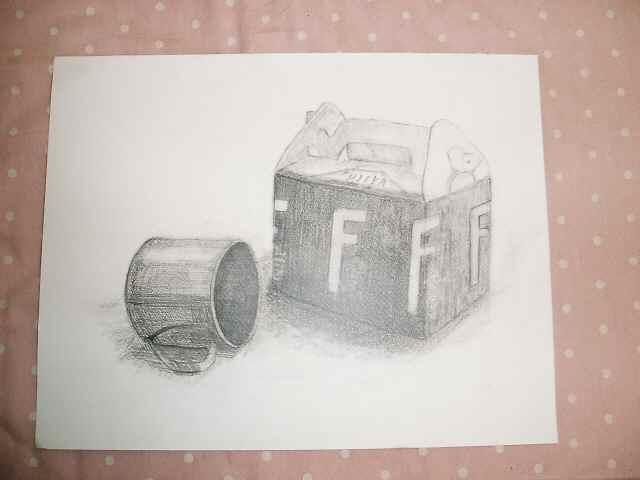 箱とステンレスのコップ
