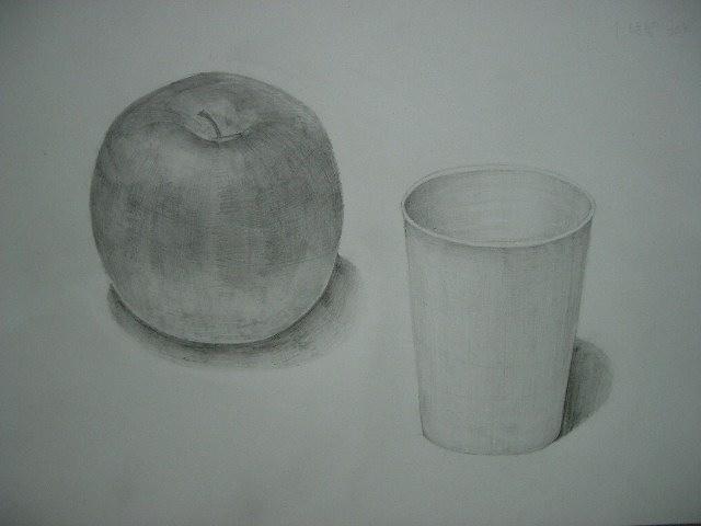 りんごと紙コップ