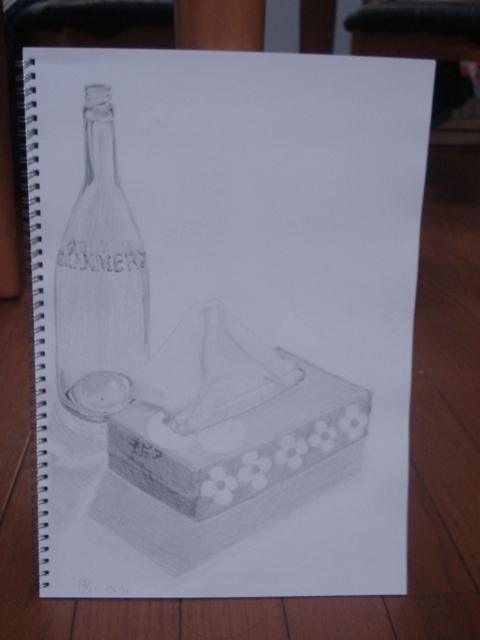 透明なビンとティッシュボックス