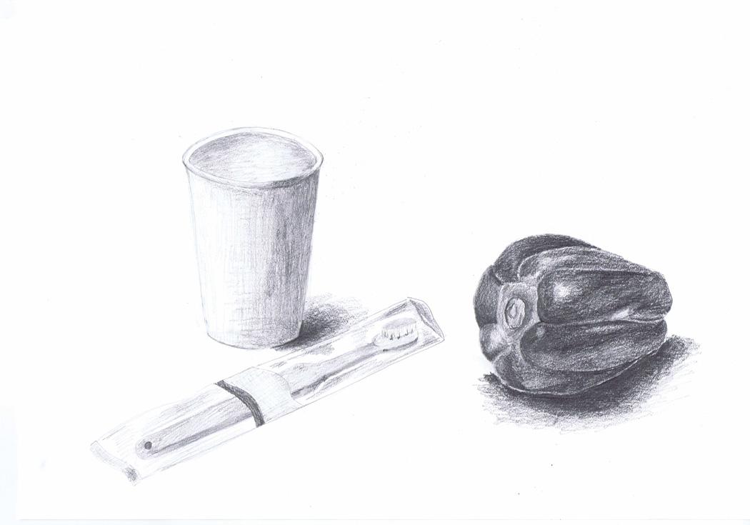 ピーマンと歯ブラシと紙コップ